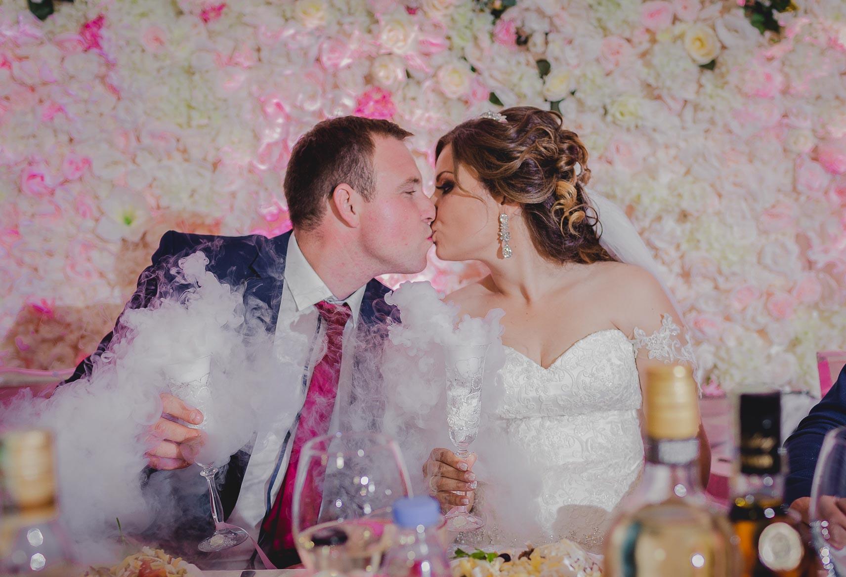 младоженци в ресторант кадифе